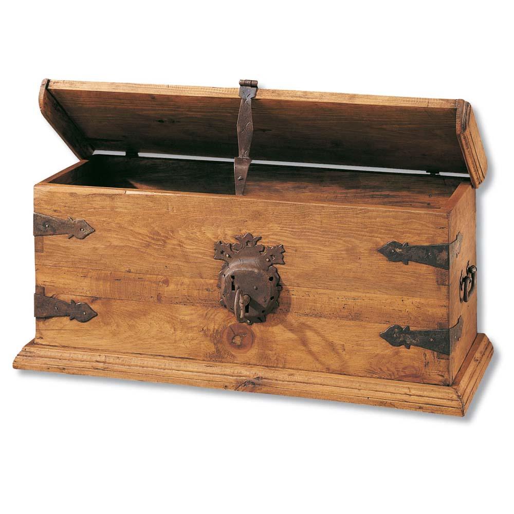 baul de madera con forja
