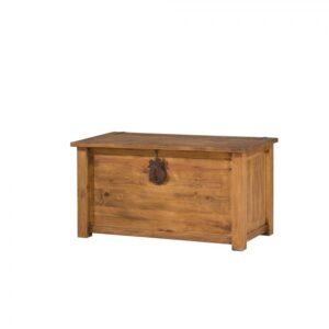 baul rustico de madera con forja