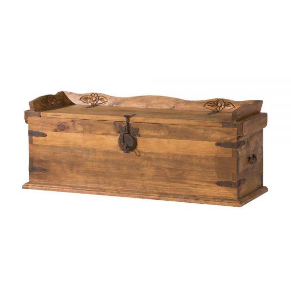 baul de madera rustico con forja