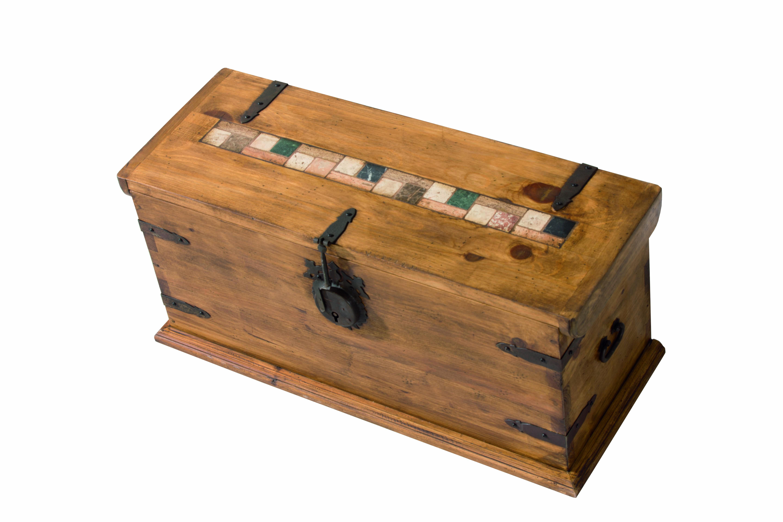 baúl rústico madera con incrustaciones mármol