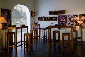 taburetes y mesas para bar de madera