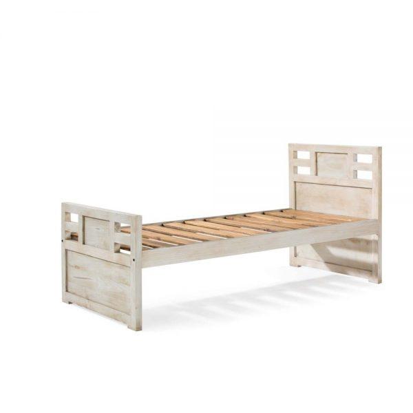 cama rústica en blanco