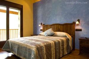 dormitorio rústico, cabecero, somier, mesita noche