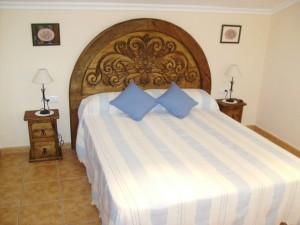 dormitorio madera rústica, cabecero rústico