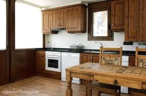 mesa madera rústica para cocina o comedor, sillas