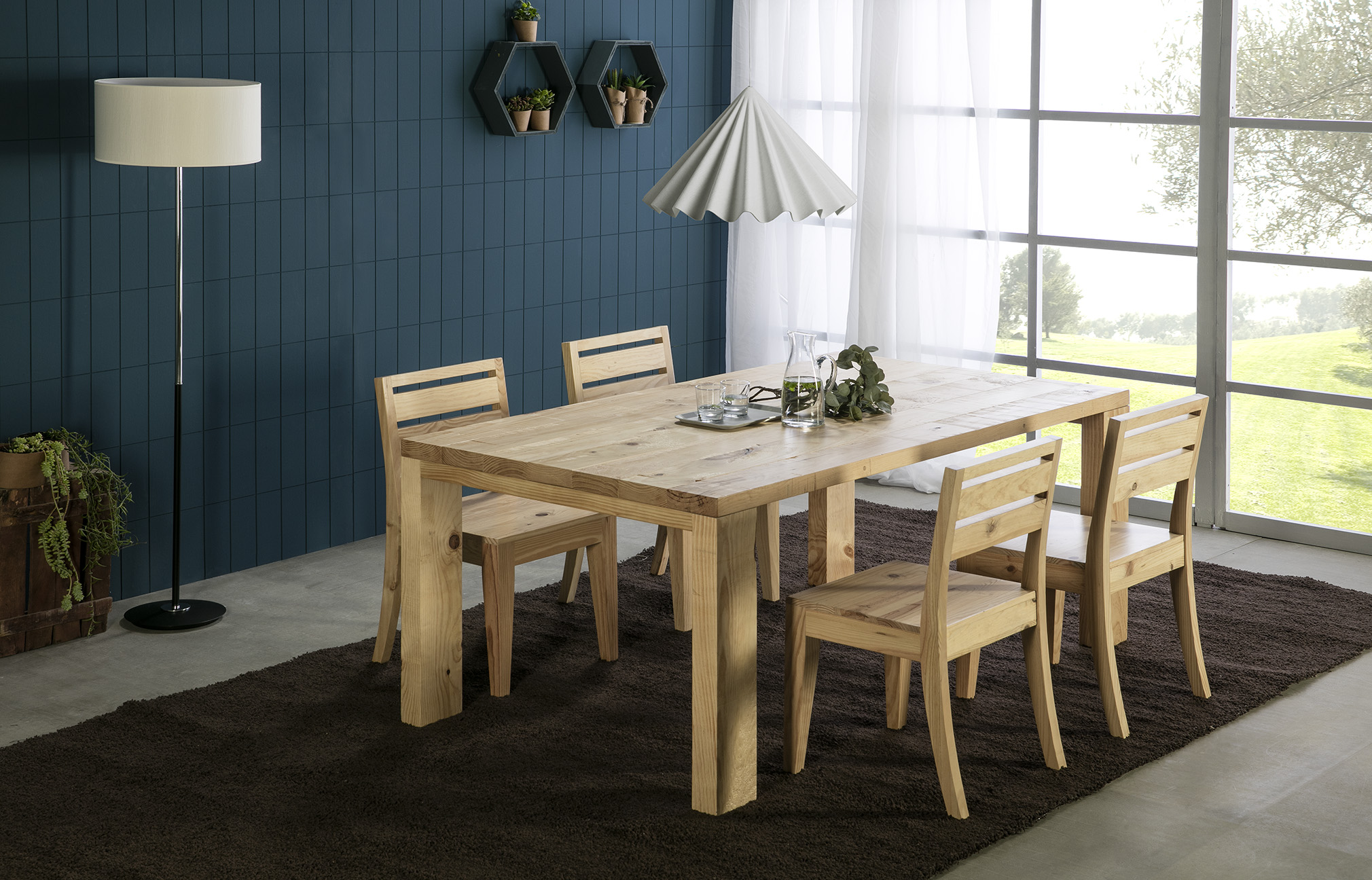 Mueble rústico fabricado en madera de pino en Almería