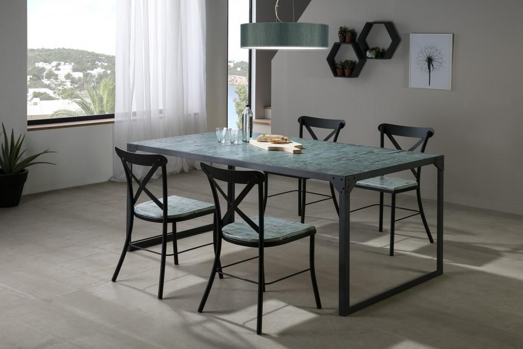 mesa y sillas de hierro y madera