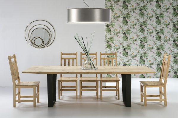 mesa y sillas de madera y hierro